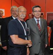 Norbert Brewer, Bundesinnenminister Thomas de Maizière und Hans-Peter Kröger, Präsident des Deutschen Feuerwehrverbandes (DFV)